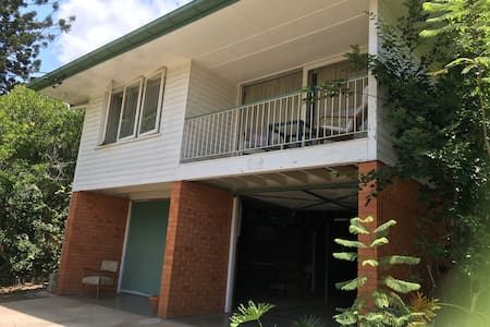 Peaceful Family Home - Indooroopilly - 一軒家