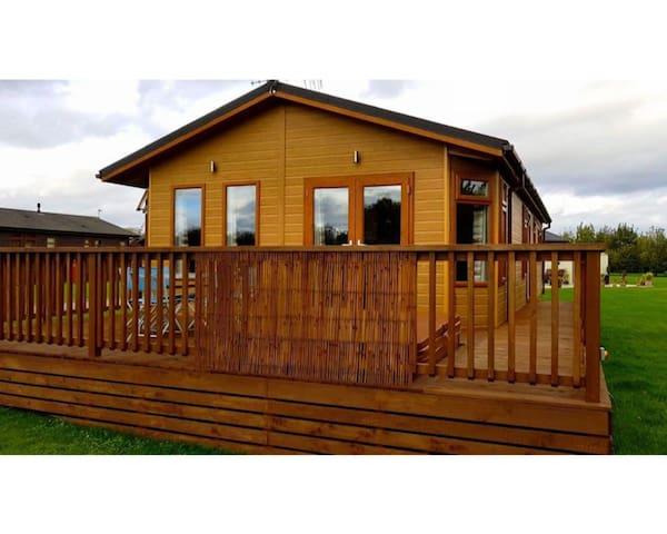 Luxury Lodge - CA Holiday Management