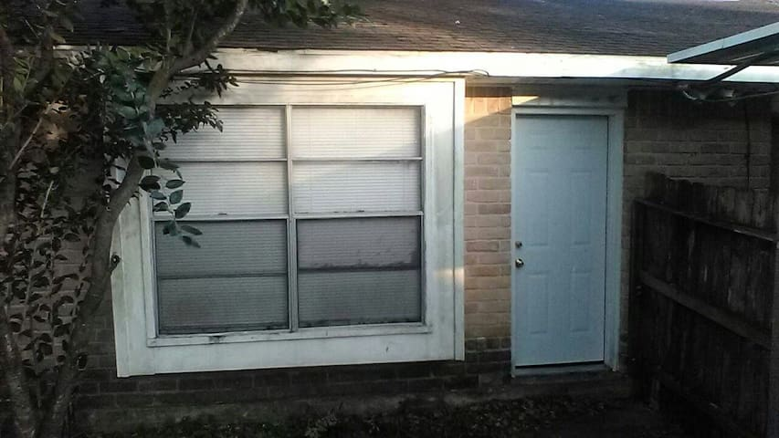 Chasewood Charm Furnished 2 bedroom townhome - Missouri City