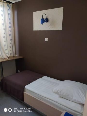 Стандартный одноместный одна односпальная кровать