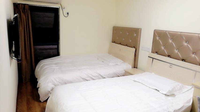 每天住-近光谷地铁站阳光双床房B配独卫配智能锁 - Wuhan - Apartment