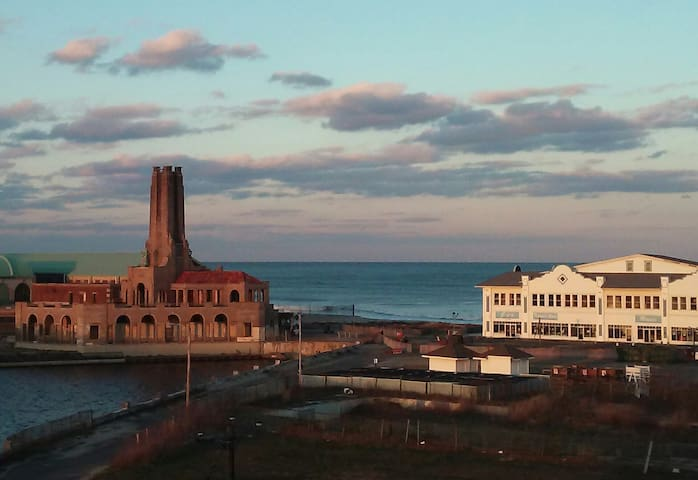 Ocean Grove - great views!! Walk to Stone Pony!! - Neptune Township - Apartamento