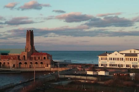 Ocean Grove - great views!! Walk to Stone Pony!! - ネプチューン村