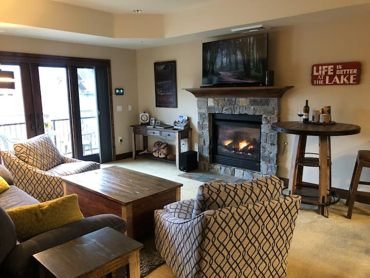 Lake Getaway! Elegant 2-Bedroom in Downtown McCall