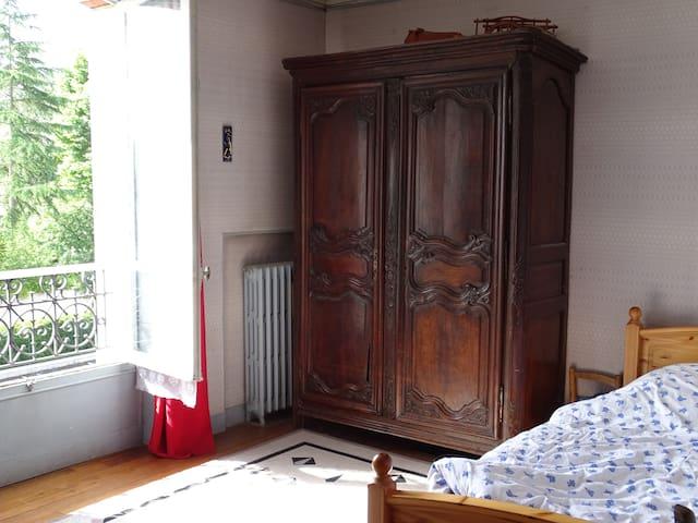 chambres entre Versailles et Paris dans maison - Chaville - บ้าน
