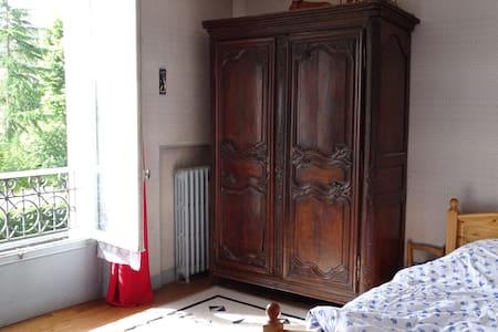 chambres entre Versailles et Paris dans maison - Chaville - Casa
