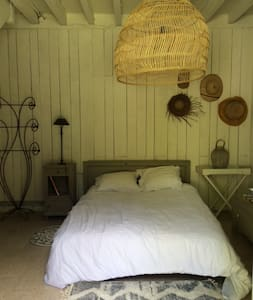 Cosy and calm room in the greens - Bernos-Beaulac - Bed & Breakfast - 1