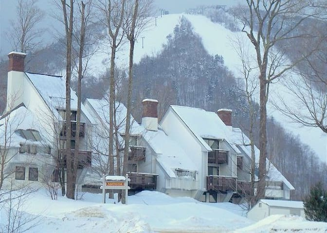 Trailside Condo - Ski In Ski Out & full amenities - Killington