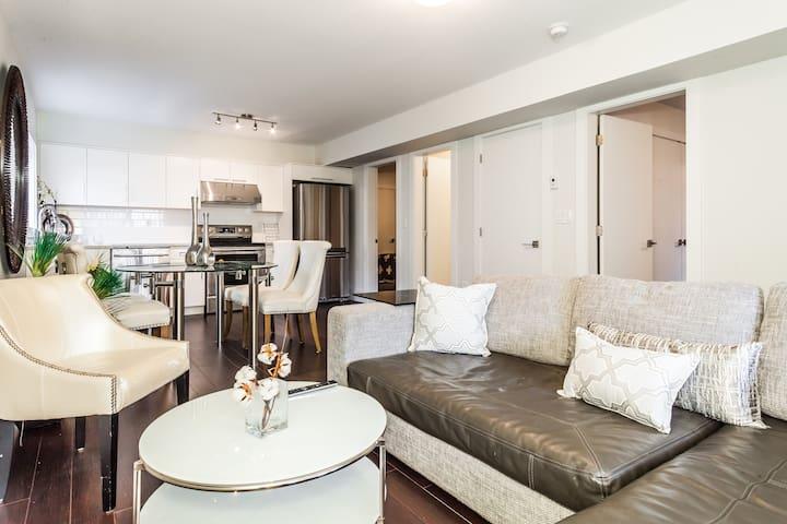 Modern Beach House Basement Suite - White Rock - Leilighet