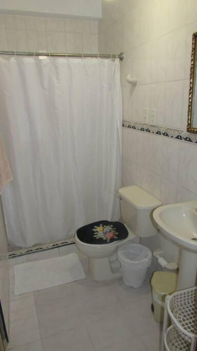 Baño de la Habitaciòn 1