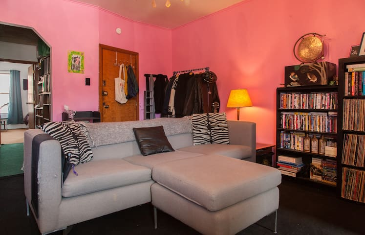 Sunny & Happy Room in Williamsburg