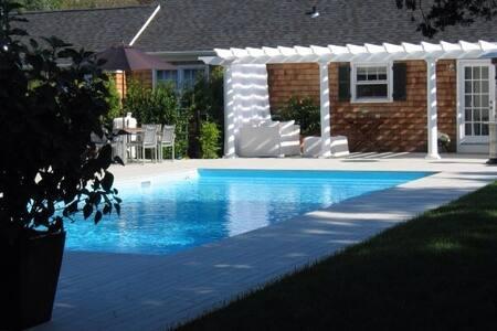 Quaint Cottage  Bellport Beach Estates - Patchogue - House