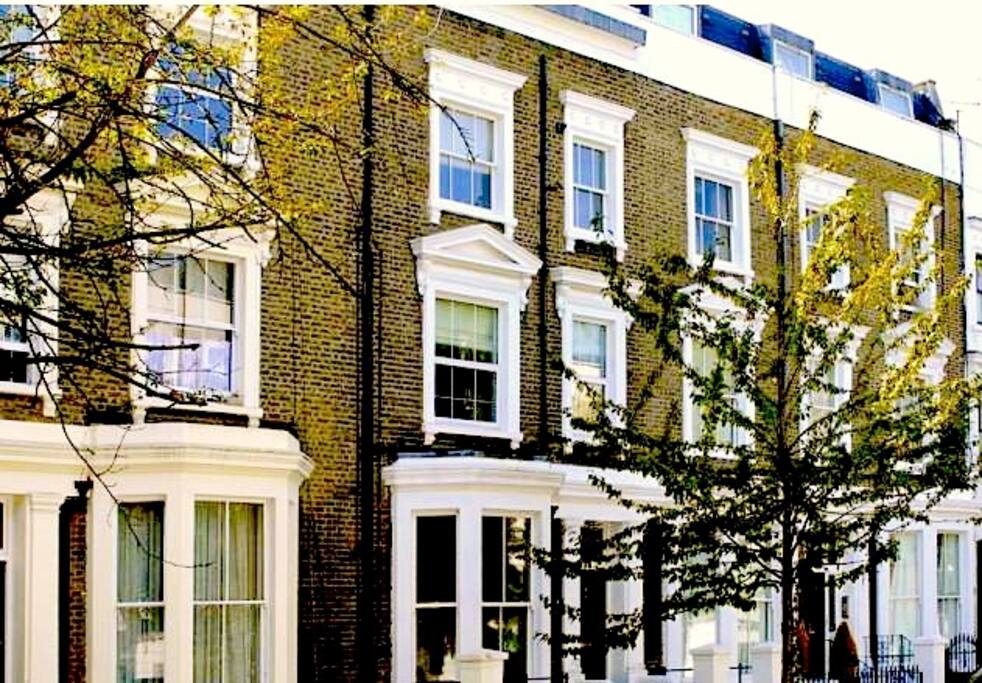 Your chance to stay in a quintessentially Victorian London building!! The flat is spread across the top 2 floors of this classic Victorian-fronted Kensington home