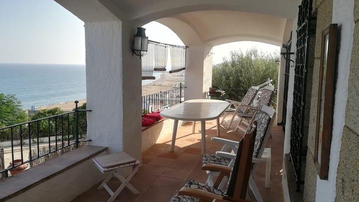 Amplia casa frente al mar con vistas