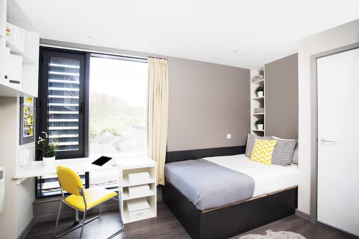 Salisbury Court - Studio Apartment