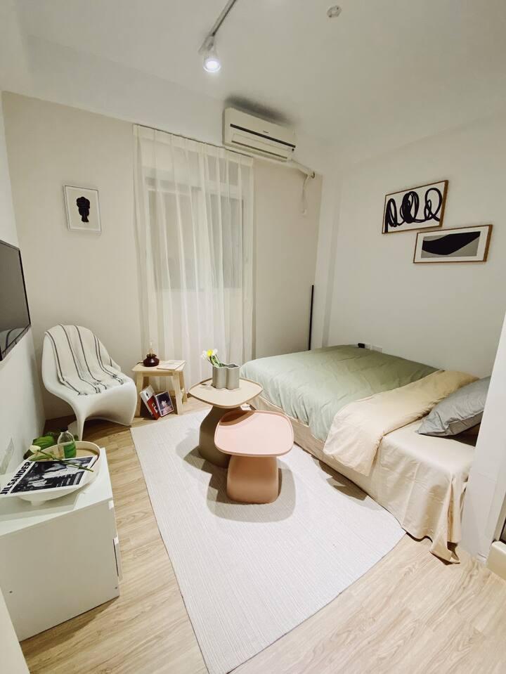 |ARooM|獨立套房|高應大|雙人床|2C