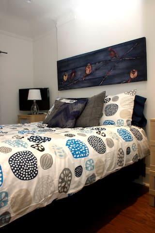 Cozy 2 bedroom apartment + balcony - Toronto - Appartement