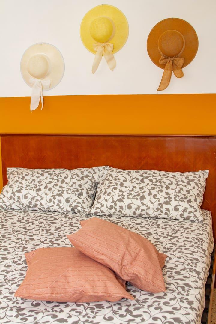 Giallo girasole - Matrimoniale con bagno privato