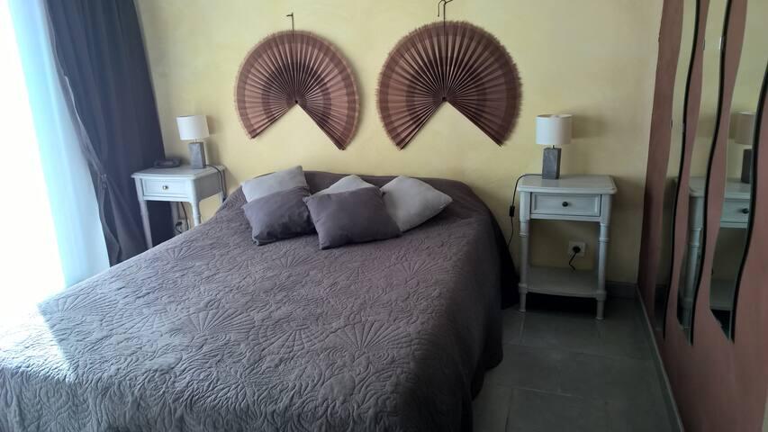 Jolie chambre type studio, avec sdb et wc. - Saint-Félix-de-Lodez - Dům