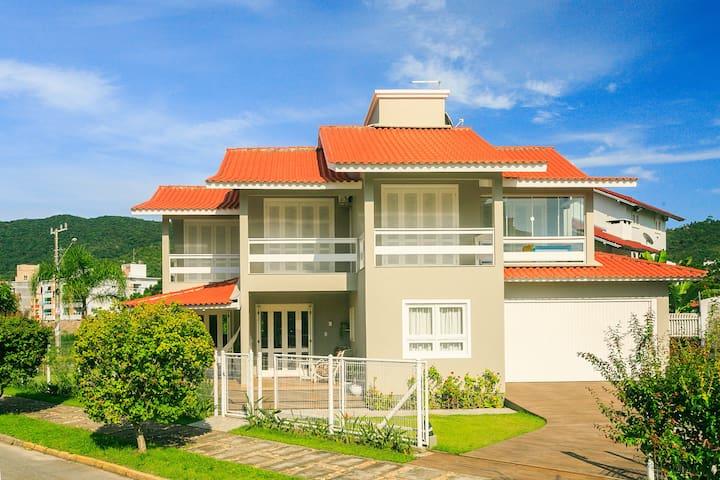 Casa Ampla e Arejada a 300 m da Praia de Palmas