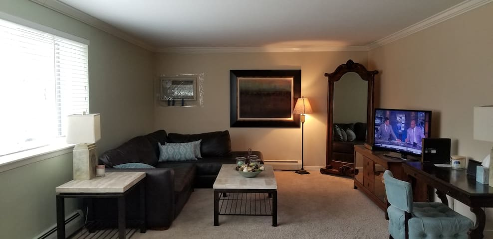 Awesome Lake Harriet- 2br 2ba Condo Available!