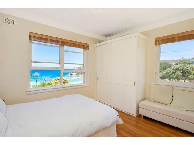 Paradise Beach Views in 2 Bedroom on Bronte Beach - Bronte - Apartament