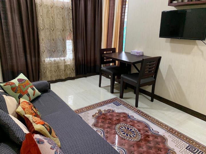 Upscale Affordable 2 Bed Apt in Heart of Mumbai