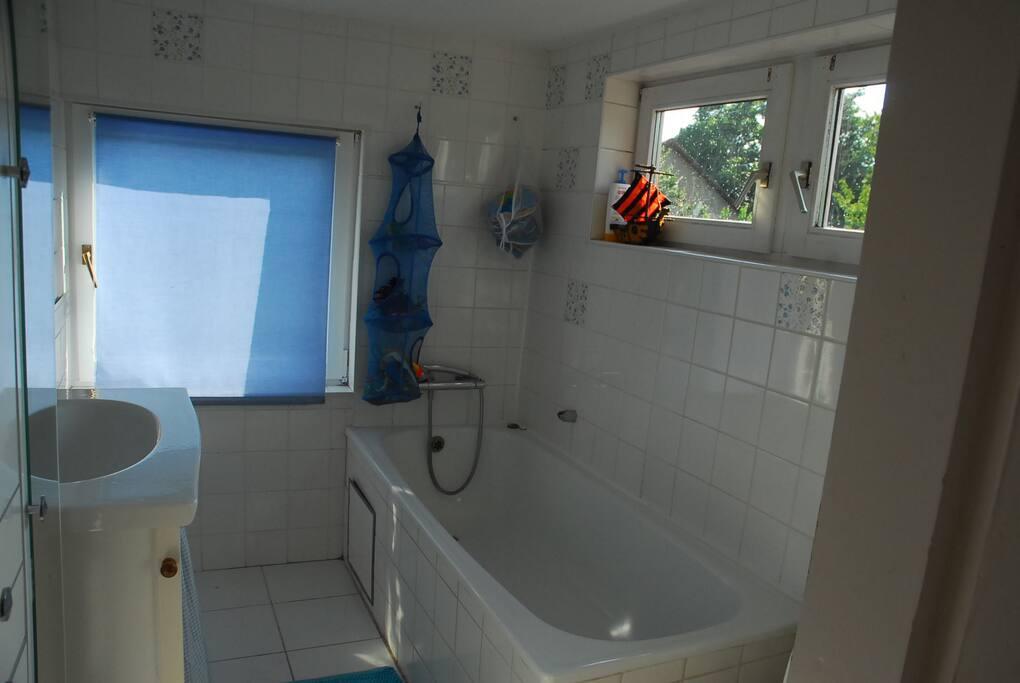 Salle de bain étage (et salle de douche au RDC)