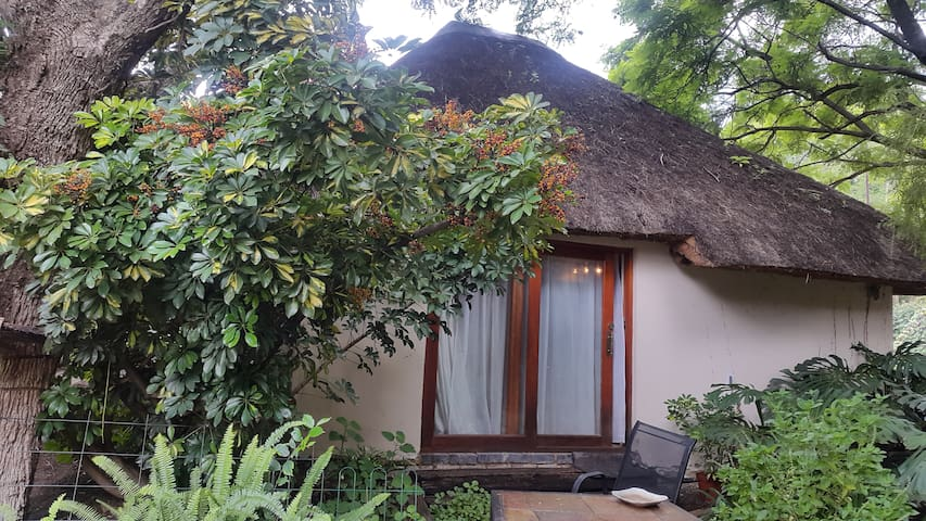 Lawrence Lodge Pond Cottage - Sandton - Kabin