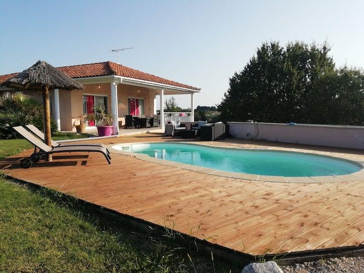 Villa sur coteaux, piscine privé et spa gonflable