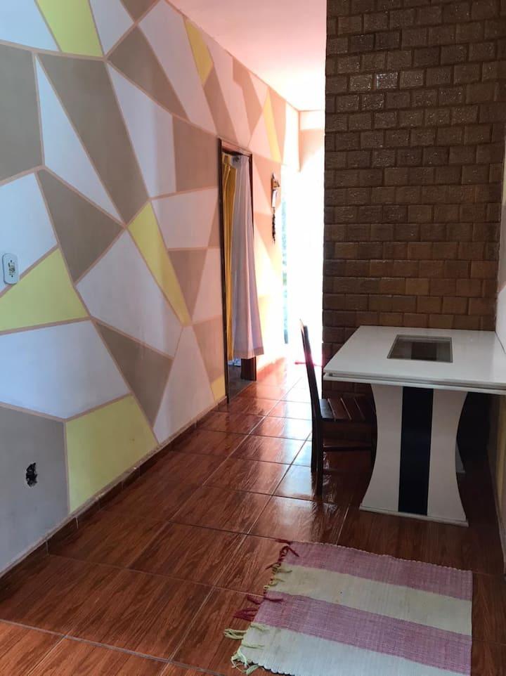 Casa grande mobiliada, 2 quartos em Jacarepaguá.