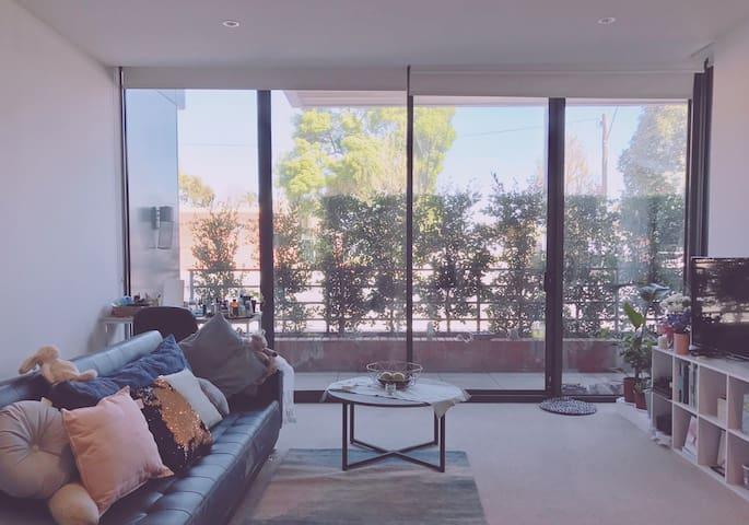 提供普通话粤语服务和旅游建议Clean and Comfortable home in Mel