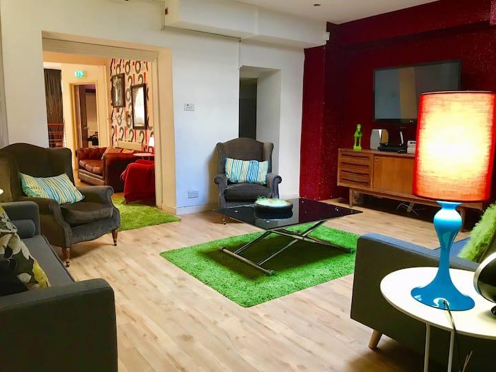 22 share 'MTV Valleys House' Cardiff Accommodation