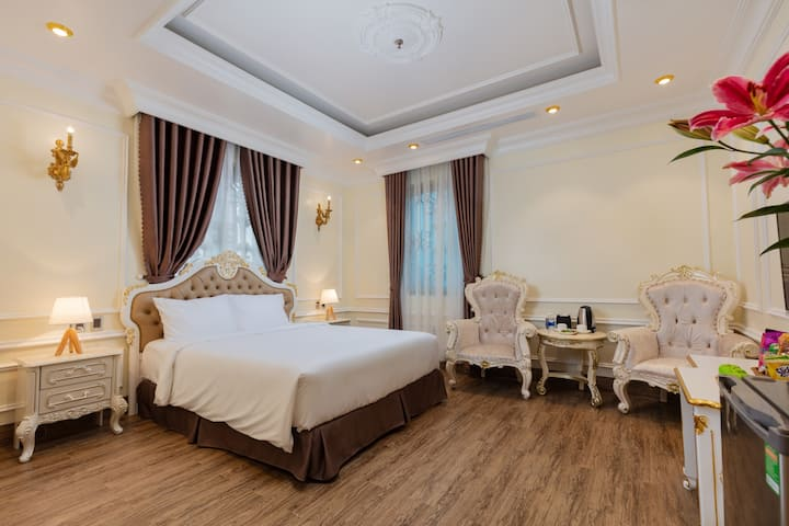CẨM BÌNH HOTEL - DELUXE DOUBLE ROOM