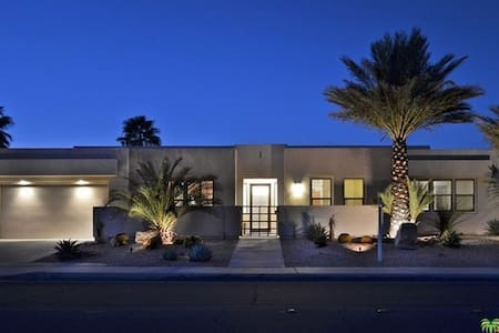 PRIVATE  LUXURIOUS CASITA IN PALM SPRINGS