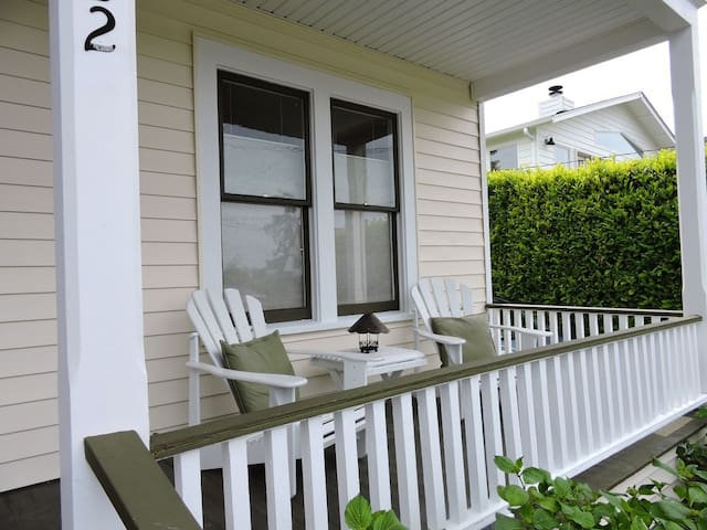 Harborview Cottage -  in the heart of Gig Harbor!