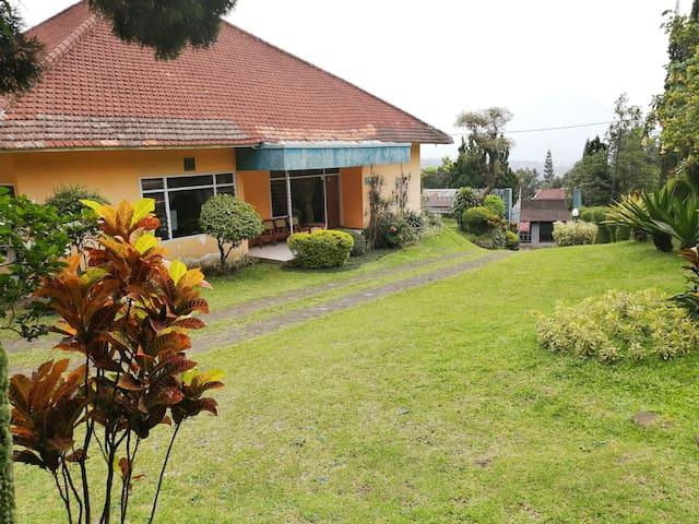 Villa FIRDAUS Jalan Raya Tretes-6BR Mount view