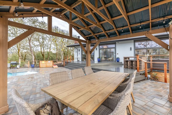Home with Views 6 Acres Heated Pool and Hot Tub