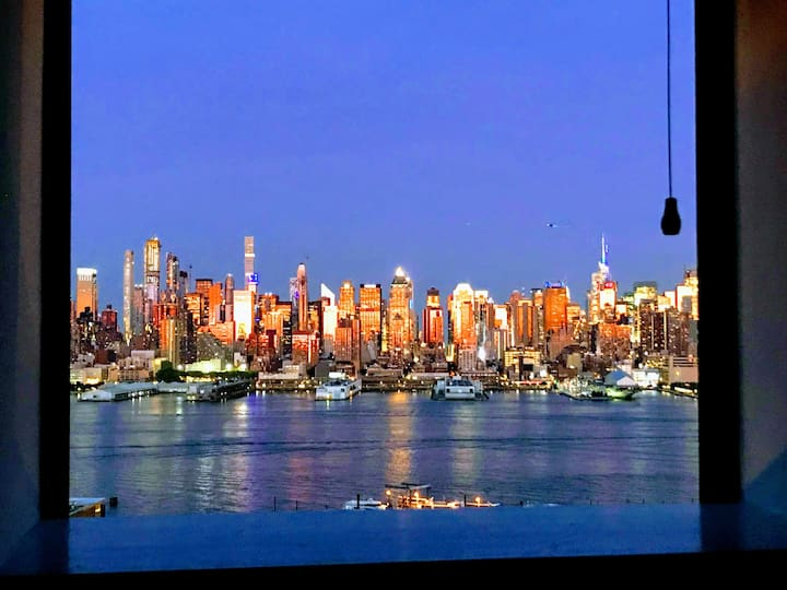 Breathtaking NYC Views minutes to Times Square