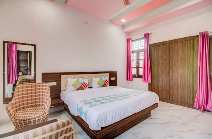 Soham Villa - Heritage Hill View (Premium Room)