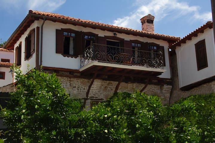 Annousas House: spacious traditional village house