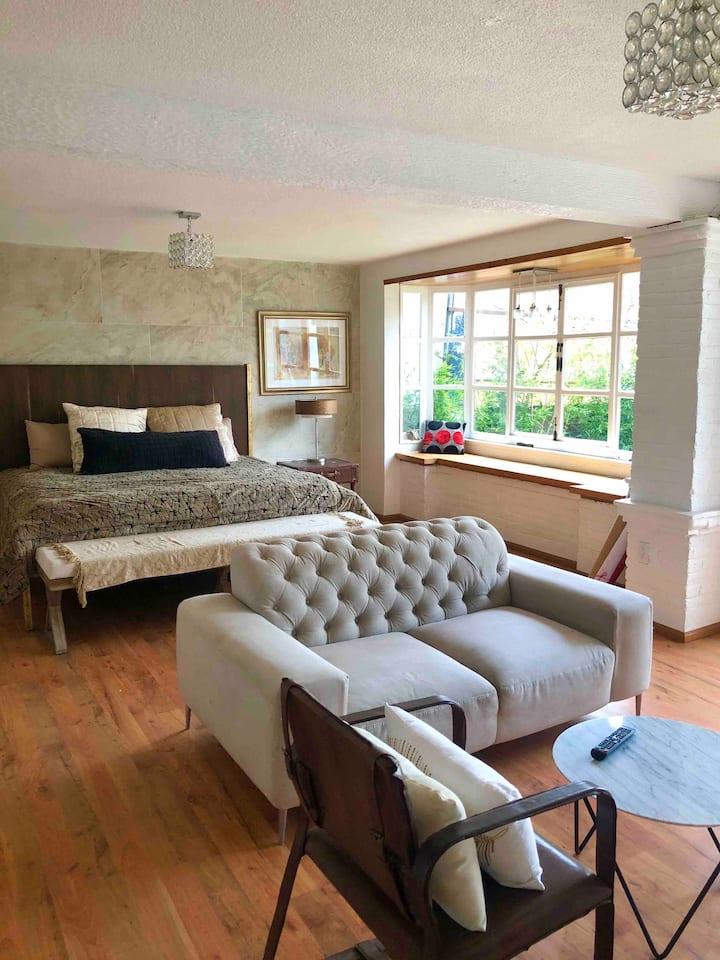 Hermosa suite con vista al jardín