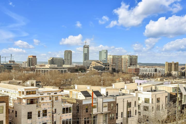 A10* Gulch Home - Walking Distance- DT Views Roof