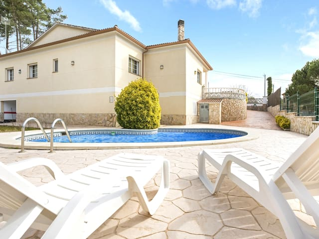4 bedrooms Villa with private swimming pool