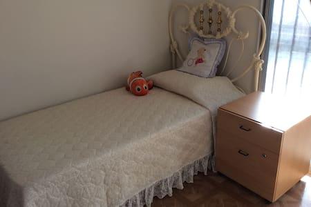 garden clean studio room twin bed - Monterey Park
