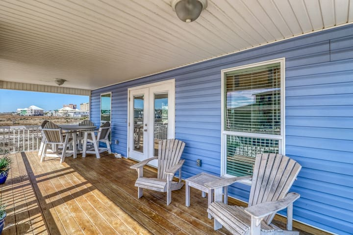 Spacious, dog-friendly house near the beach w/ Gulf view & outdoor shower!