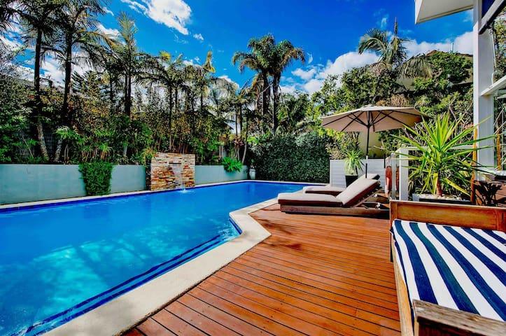 Modern Coastal Oasis Near The Beach With Pool