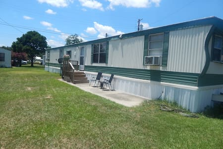 Private room in newly renovated mobile home. - Goose Creek - Aamiaismajoitus