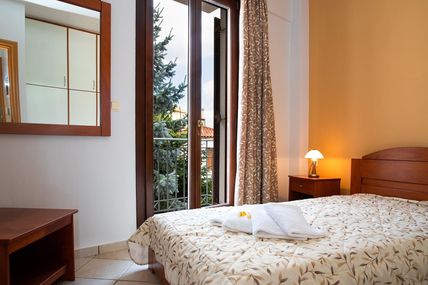 Great place for couples and familes at the heart of Arachova. Two balconies and window with view to town