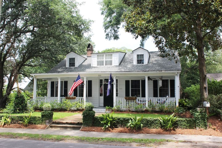 Hindman House: A Charming Historical Home!